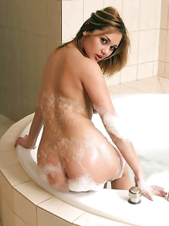 Nude girls in the shower photos