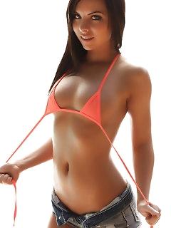 Hot babes wearing sexy shorts